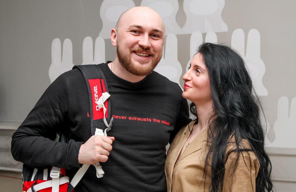 Марія Сущук зробила основу з силуетів «гопників» для відеоінсталації