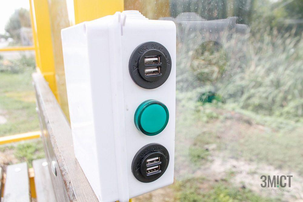 У Полтаві встановлюють нову зупинку громадського транспорту