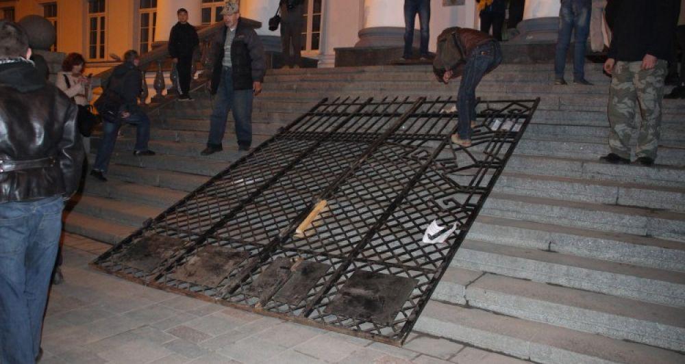 Арка під міськрадою (Джерело - tribuna.pl.ua)