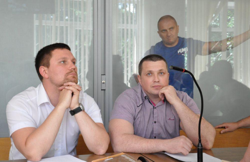 Адвокат Фелоненко і обвинувачені Прядко й Усенко (Джерело - poltava.to)